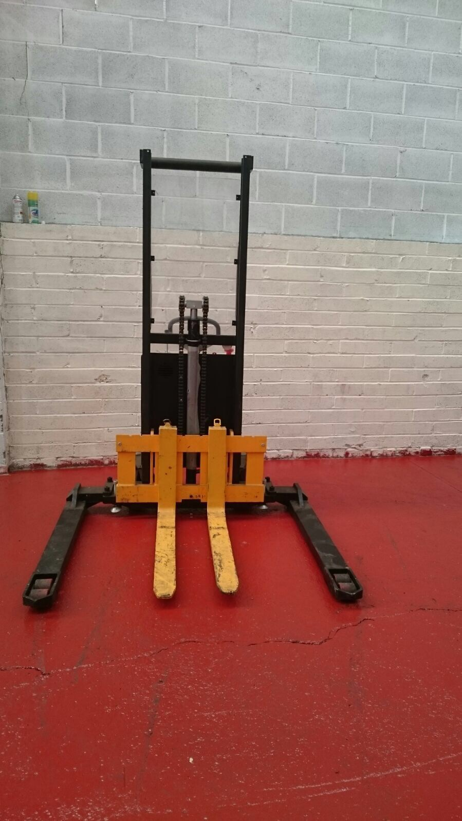 Wilmat 1 Ton Stacker