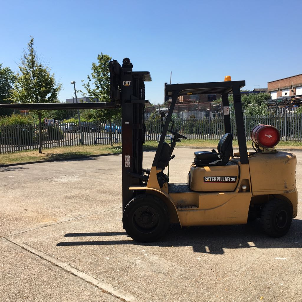Caterpillar GP30K - Gas Forklift